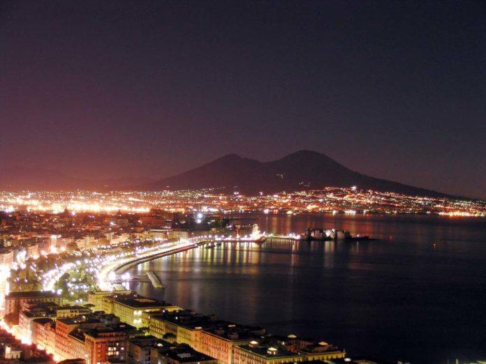 Illuminazione pubblica: Napoli è la prima città italiana per minor spreco di luce