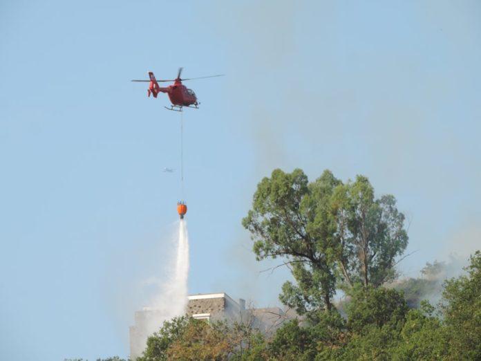 Vasto incendio a Barano d'Ischia, in pericolo anche alcune abitazioni