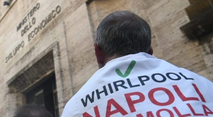 """Whirlpool, l'azienda: """"Basta lavatrici, riconversione unica opzione per Napoli"""""""