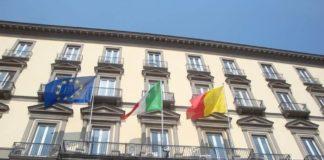 Falso allarme bomba davanti alla sede del Comune di Napoli