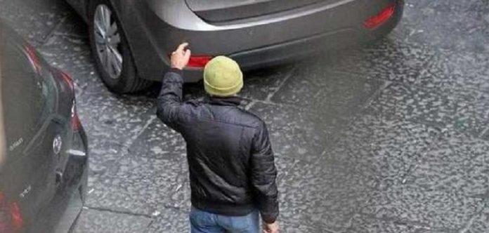 Aversa, rapine a minorenni: arrestati due parcheggiatori abusivi