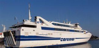 Sbagliano nave e il traghetto Napoli-Capri li riporta indietro: proteste a bordo