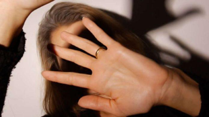 Maddaloni, lancia oggetti contro la moglie: arrestato