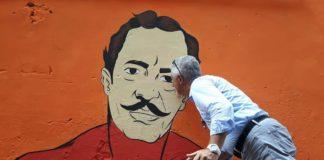 Nino Taranto supereroe accanto a Totò tra i murales dei quartieri spagnoli
