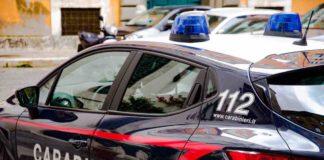 eri sera i Carabinieri della Compagnia di Torre del Greco hanno tratto in arresto tre uomini e denunciato una coppia di coniugi. In particolare a Ercolano è stato arrestato per resistenza a pubblico ufficiale un quarantenne che non si è fermato all'alt intimato dai carabinieri ed è fuggito alla guida del proprio scooter. I militari lo hanno inseguito e tratto in arresto dopo essere riusciti a bloccarlo. Altri due uomini sono stati arrestati in esecuzione di provvedimenti dell'Autorità Giudiziaria. Di questi, un ventitreenne è stato arrestato a Portici in esecuzione di un ordine di carcerazione in regime domiciliare per una rapina commessa nel 2011. L'altro soggetto, un uomo di 48 anni, è stato arrestato a Cercola in esecuzione di un ordine di carcerazione per il reato di ricettazione commesso nel 2014. Nello stesso pomeriggio, una coppia di coniugi è stata denunciata in stato di libertà a seguito del rinvenimento di una pistola a salve cal. 8, priva di tappo rosso, 58 proiettili di vario calibro e due passamontagna.