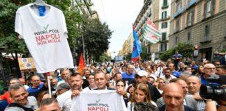 Whirlpool, operai in corteo a Napoli: con loro anche il sindaco de Magistris