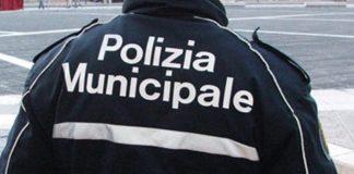 Piazza Garibaldi, aggredito agente della Polizia municipale