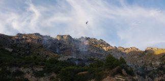 Incendio a Vico Equense: la Guardia Costiera coordina evacuazione dei turisti
