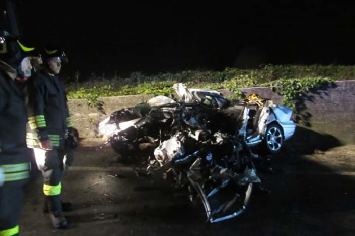 Tragico scontro tra un'auto e un tir sulla Telesina: due morti