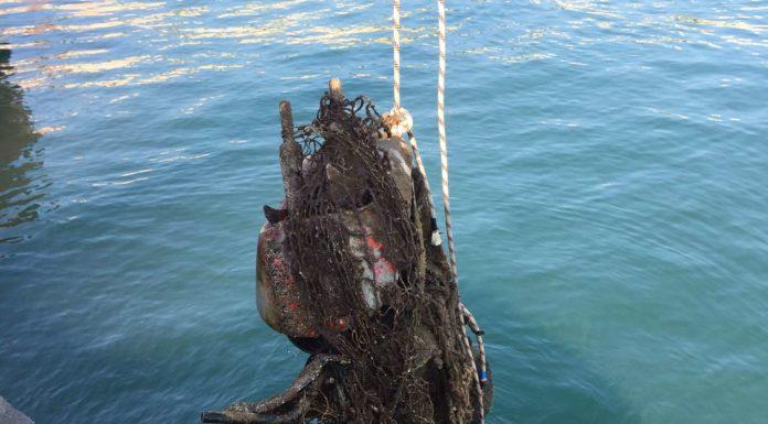 Bacoli: la Guardia Costiera recupera uno scooter dal mare