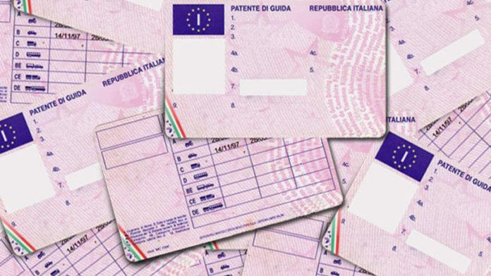 Patenti false a 3mila euro: 12 misure cautelari tra Napoli e Caserta