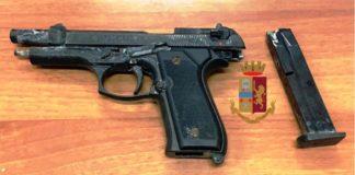 Napoli, San Giovanni e Barra: Bloccato 38enne con pistola e caricatore inserito