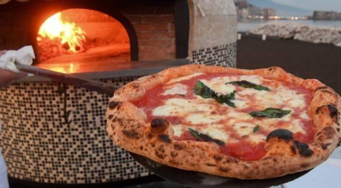 Napoli, pizzaiolo si ribella alla camorra ma lascia l'Italia