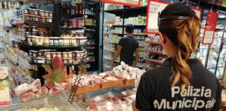 Mergellina, blitz nei supermarket: multe per la vendita abusiva di pane