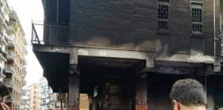 Rione Alto, vasto incendio nella notte: danni a edificio e scooter parcheggiati