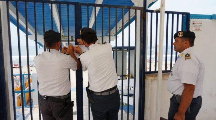 Castel Volturno, controlli della GdF: sequestrati nove lidi abusivi