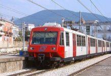 Treno della Circumvesuviana in tilt, fumo nei vagoni: passeggeri a piedi
