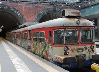 Cumana, voragine tra i binari: sospesa la linea Pozzuoli-Torregaveta