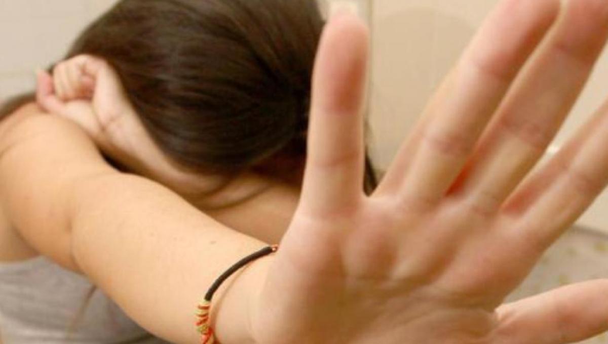 Cava de' Tirreni, abusi su una studentessa 14enne: insegnante ai domiciliari