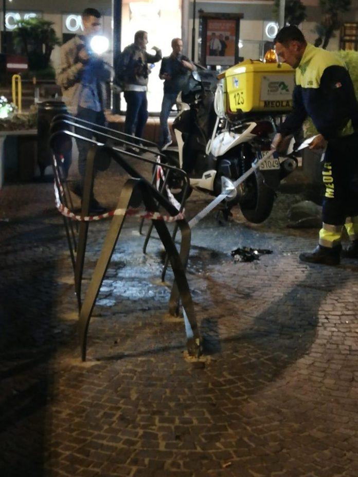 Fuorigrotta: Auto travolge i tavolini a piazza san Vitale. Feriti i passanti. Bloccato l'autista