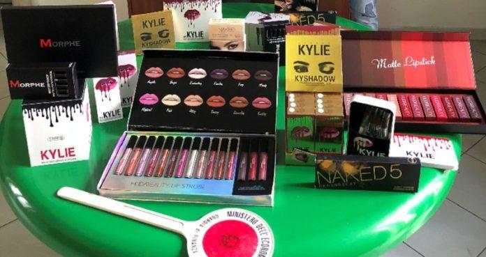 Cosmetici contraffatti sequestrati a Napoli, una denuncia