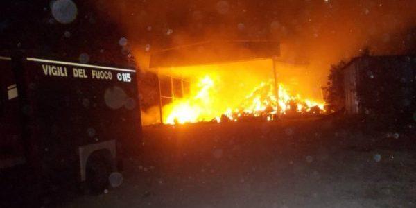Rifiuti, ancora in fiamme un capannone nello Stir di Casalduni