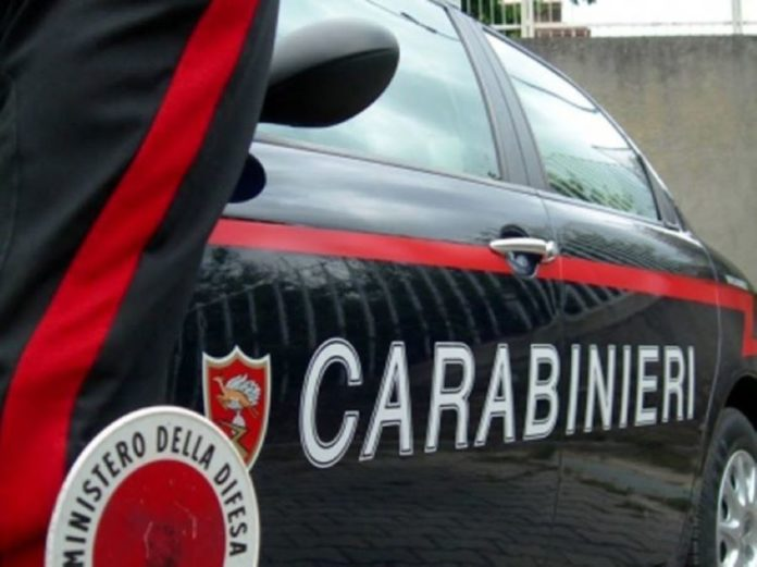 Ponticelli, si finge poliziotto e rapina due persone: arrestato un 43enne