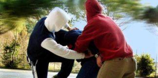 Baby gang picchiò 19enne con caschi e cinture: nove arresti a Brusciano