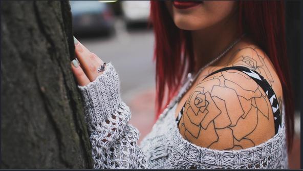 Una ricerca rivela tutti i rischi dei tatuaggi sulla nostra pelle