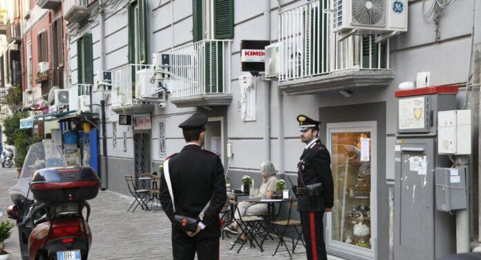 Ordigno davanti a una cioccolateria a Mergellina: fermati due minori
