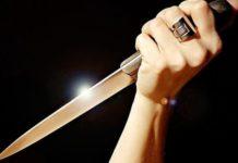 Cronaca di Caserta, raggiunge l'ex marito in un bar e gli lancia due coltelli
