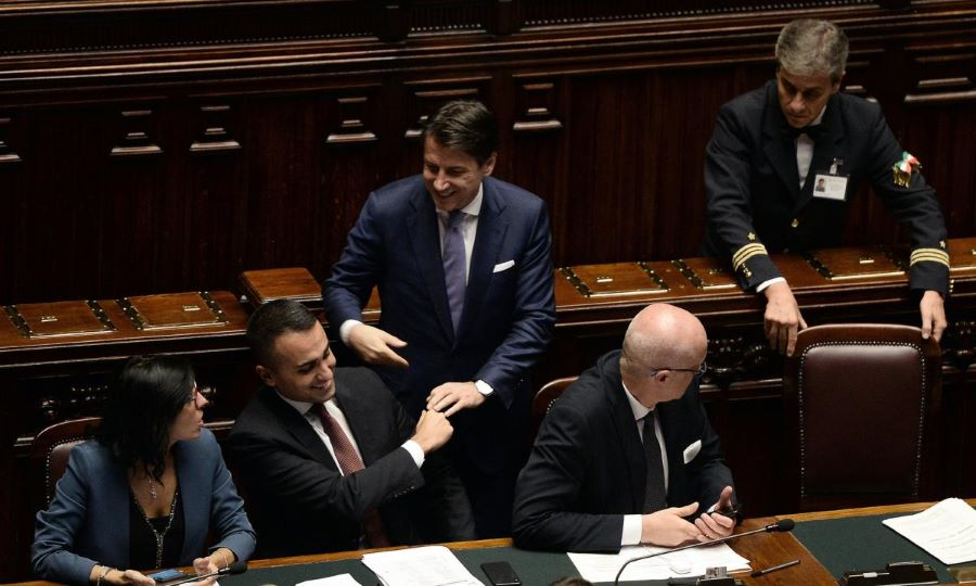 Taglio dei parlamentari: dalla prossima legislatura ci saranno 400 deputati e 200 senatori