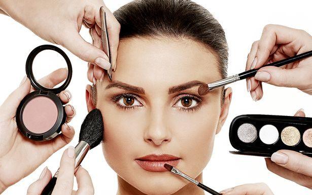 Make up a basso prezzo: i rischi dei trucchi. Consigli utili