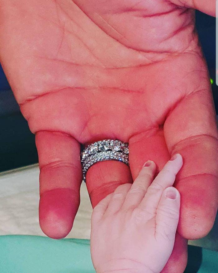 Uomini e Donne trono over, fiocco rosa per Sossio Aruta e Ursula Bennardo: è nata Bianca