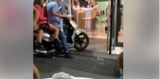 Assurdo a Napoli: in tre a bordo di uno scooter da McDonald's