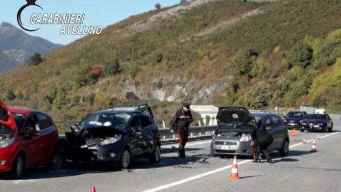 Montemarano, si fermano per aiutare un automobilista: investiti e uccisi