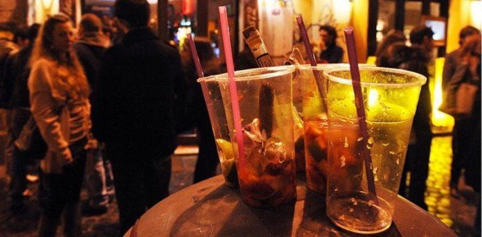Movida, vietata la vendita di alcool dopo mezzanotte a Napoli