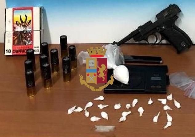 Napoli, Poggioreale: Sequestrate armi e cartucce. Arrestata una 45enne per droga