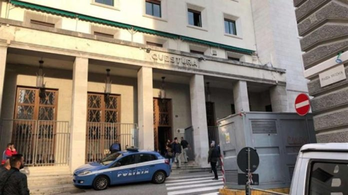 Trieste, poliziotti uccisi in Questura: il killer è sorvegliato a vista in ospedale