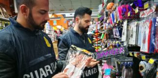 Blitz in Campania, sequestrati 5 milioni di articoli falsi
