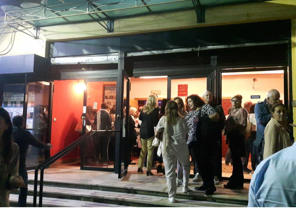 Folla delle grandi occasioni al Teatro Troisi per l'inizio stagione con Maurizio Casagrande