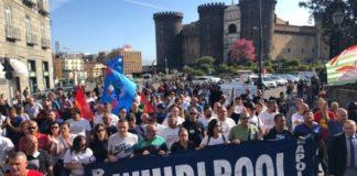 Whirlpool, operai in corteo a Napoli fino alla sede della Regione