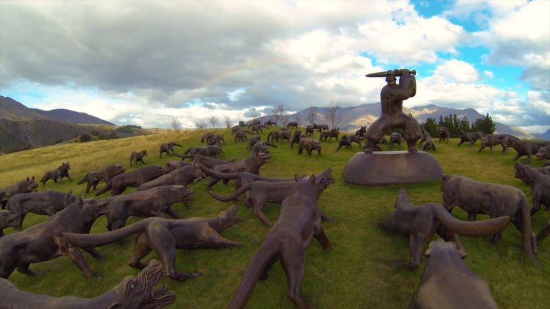 Piazza Municipio abbraccia l'arte: in arrivo i 100 lupi di Liu Ruowang