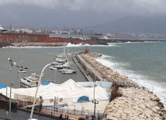Il maltempo a Napoli causa danni al Circolo Canottieri Napoli [video]