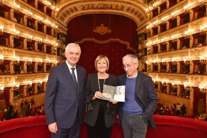 Il teatro San Carlo dedica