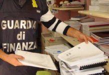 Lotta ai libri fotocopiati a Napoli, blitz nelle copisterie
