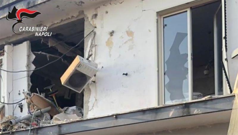 Arzano, ordigni artigiani esplosivi in casa: arrestato un 23enne - 2anews