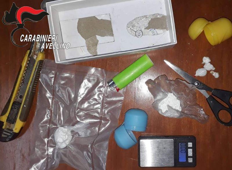 Cocaina occultata nel cassettone della tapparella: arrestato un 35enne