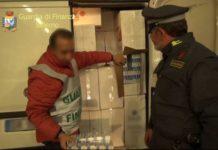 Contrabbando di sigarette in Campania, tra gli arrestati chi percepiva il rdc