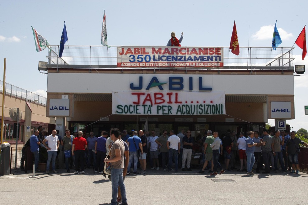 Marcianise, Jabil annuncia il licenziamento di 190 dipendenti